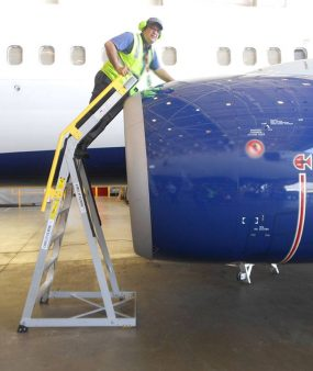 9' Cowl Pylon Ladder on Boeing 737 profile view
