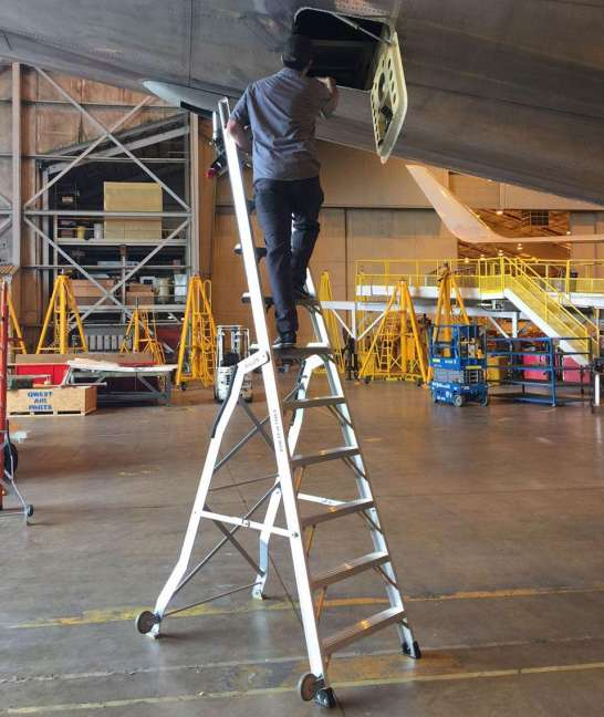 11 Foot Lnc Pylon With Technician At Opening Aft 48 Section Of Boeing 767