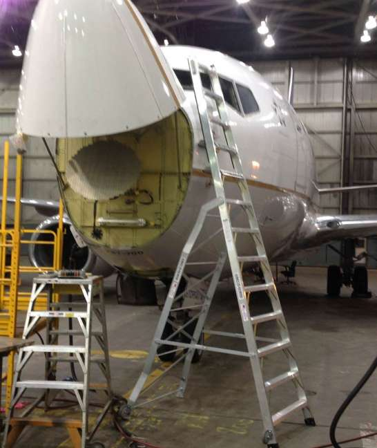 13' LNC Pylon Engine Ladder on Boeing 737 in hanger on windshield
