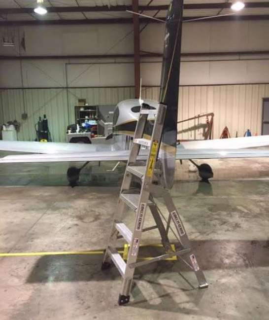 6' LNC Pylon Engine Ladder with Cirrus SR22