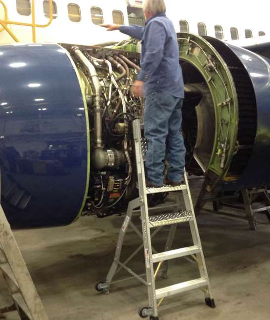 7' LNC Pylon Engine Ladder on Boeing 737 with technician on egnine
