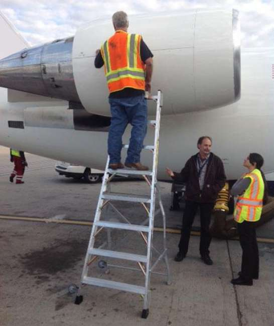 8' LNC Pylon Engine Ladder in action on engine of Bombardier CRJ