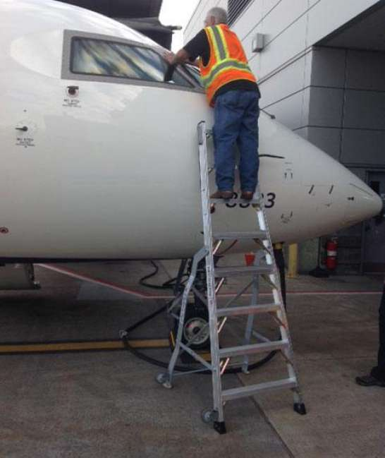 8' LNC Pylon Engine Ladder in action on front of Bombardier CRJ