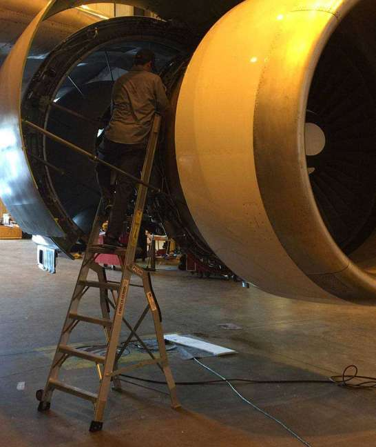 9 Foot Lnc Pylon With Technician Working In Fan Cowl Opening Of Boeing 767