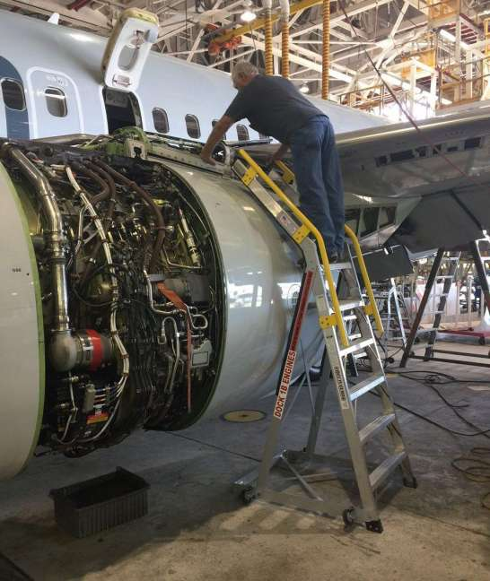 9 Foot Cowl Pylon With Technician On Boeing 737 Pylon Engine Area